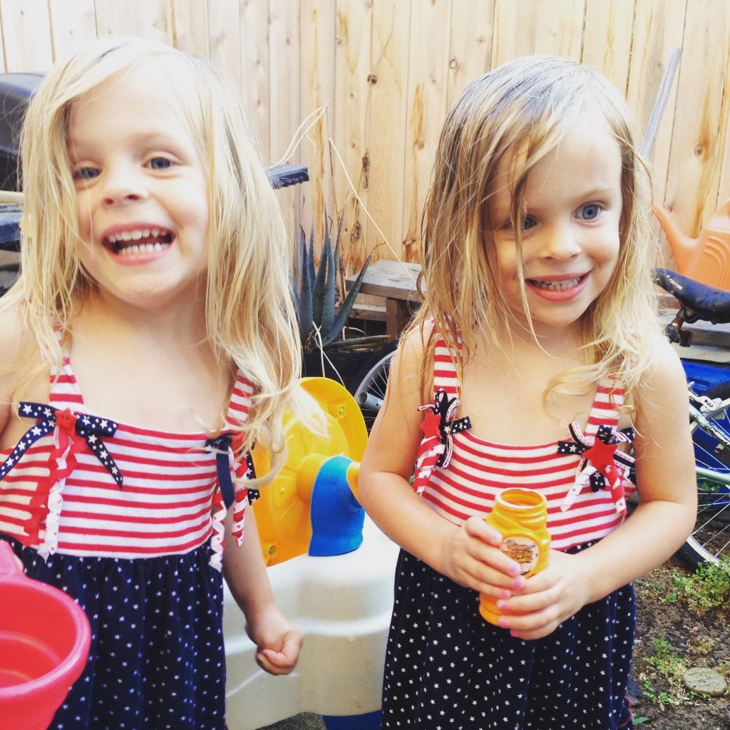 cute matching twins and why raising twins is awesome
