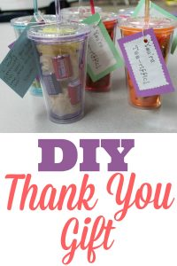 One of my recent ideas for a DIY thank you gift that you can use for parent volunteers, for classroom volunteers, girl scout troop helpers, for friends, for teachers, for coworkers, for nurses, for employees, or anyone that you know who could use some appreciation for all the help they give you. It's a simple and easy gift that brings a lot of joy. Use the printable gift tags to add a creative and thoughtful message of your gratitude. Add a few pieces of candy to make it a little more special