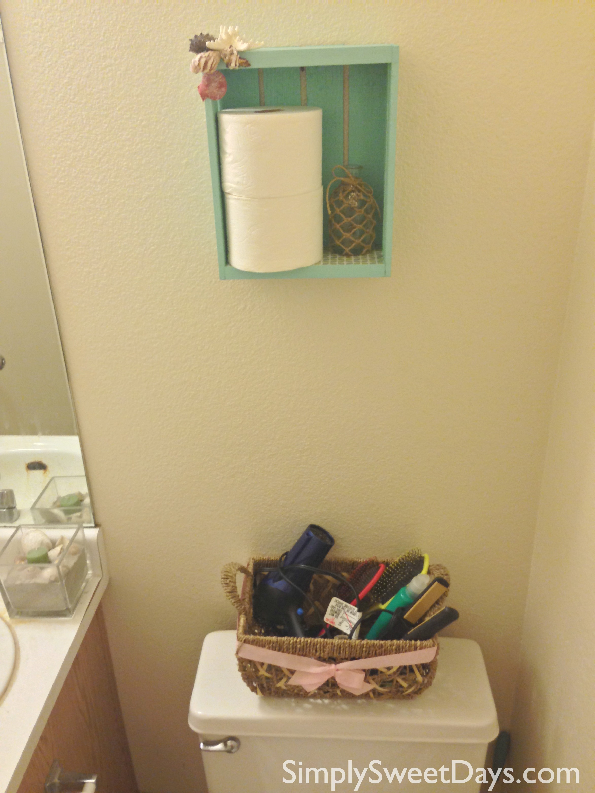 DIY_beach_theme_bathroom_organizer_shelf_toilet_paper_holder