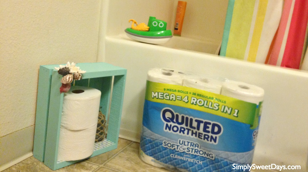 DIY_beach_themed_bathroom_organizer_and_toilet_paper_holder