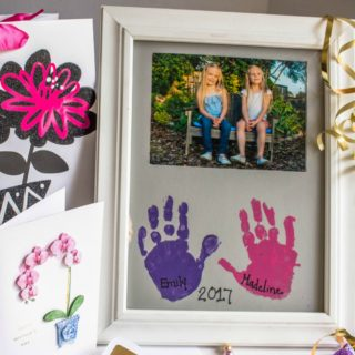 DIY mother's day gift handprint picture frame craft